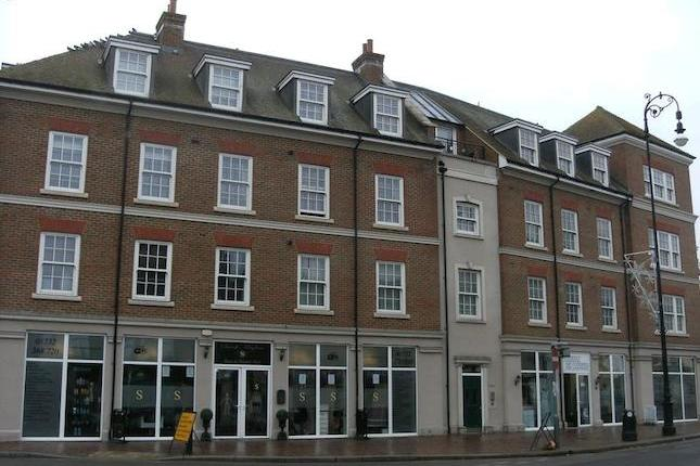 This beautifully presented and spacious three bedroom top floor apartment is situated in Tonbridge High Street, within walking distance to local shops and the mainline station. Accommodation comprises a spacious entrance hall with wooden flooring.
