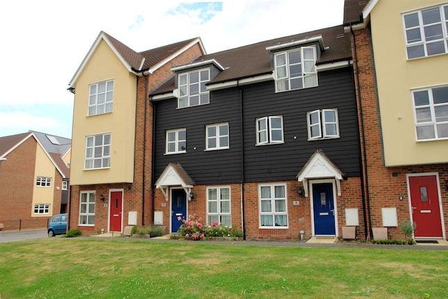 Hillyards Estate Agents are please to offer this modern spacious town house situated on this popular development situated close to Stoke Mandeville Hospital on the Southside of Aylesbury. The property offers versatile accommodation situated over three floors including entrance hall, cloakroom, dining room/study, kitchen/breakfast room and utility to ground floor, lounge bedroom and bathroom to the second floor and two bedrooms with en-suite to the master on the second floor. Other benefits include rear garden, UPVC double glazing and gas central heating. A viewing comes highly recommended.