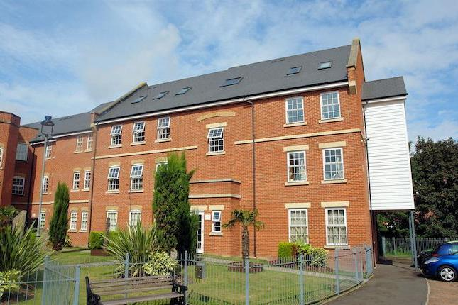 This stunning two bedroom ground floor apartment has the connivance of being located in the town centre but the feel of the countryside due to the grand union canal which situated at the rear of the development. Accommodation comprises of entrance hall, lounge/diner, kitchen, master bedroom with en-suite, double second bedroom and family bathroom. Other benefits include security entry phone, gas central heating, double glazing, allocated secured parking and no upper chain.