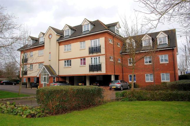 A well presented two bedroom first floor apartment located on this executive complex situated within walking distance to Aylesbury town centre and rail links. The property accommodation consists of entrance hall via communal entrance, lounge/diner, modern kitchen, two bedrooms with en-suite to master and bathroom as well as gated parking. An internal viewing comes highly recommended.