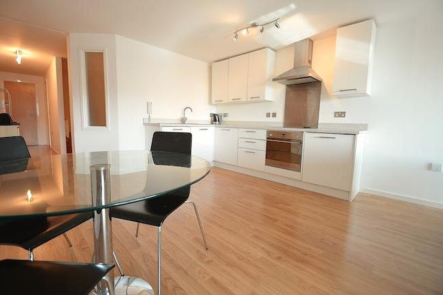 An exciting opportunity to rent this large one bedroom studio style apartment within the popular Marco Island Development. Benefiting from spacious open plan living accommodation, modern fitted kitchen and bathroom as well as excellent views from the 3rd floor across Nottingham's vibrant city centre.