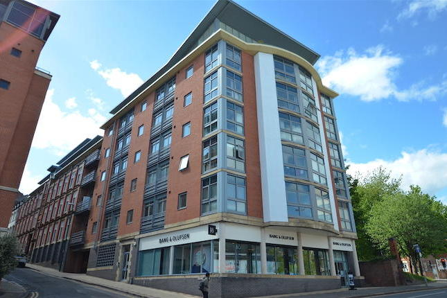 A fantastic opportunity to rent this spacious three bedroom apartment located in the highly sought after Lexington Place development.Benefiting from 3 bedrooms, bathroom and en suite, separate kitchen and living area. Viewing is highly recommended.