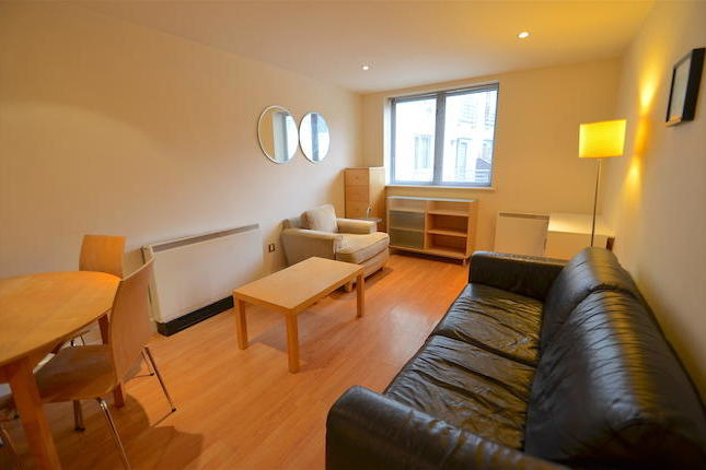 A fantastic opportunity to rent this two double bedroom furnished apartment in the popular Ropewalk Court development. Benefiting from two double bedrooms, modern bathroom, kitchen with appliances and open plan lounge. Viewing highly recommended.