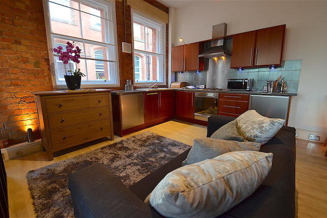 A fantastic opportunity to acquire this beautifully well presented studio style one bedroom loft style apartment.Benefiting from open plan living, feature exposed brick walls, modern fitted kitchen, bathroom with white suite. Ideally located in the Lace Market and walking distance of local amenities.