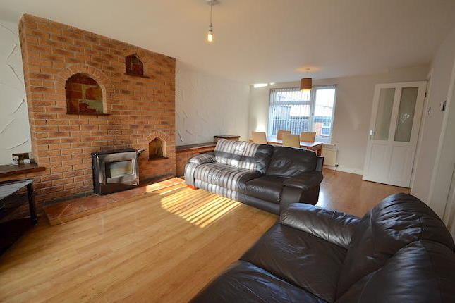 A fantastic opportunity to rent this spacious three bedroom family home in a popular residential location. Benefiting from three bedrooms, a fitted kitchen with appliances, large living area with fireplace, courtyard garden and garage. Viewing highly recommended.