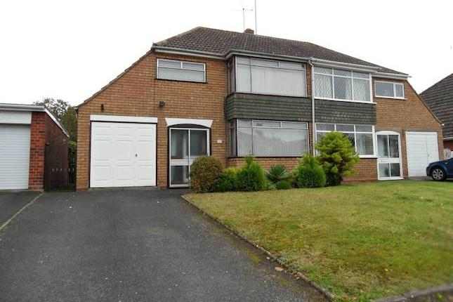We are pleased to offer for rent this delightfull Mucklows semi detached house built to their Derwent design, situated upon the ever popular Burlish Park development which is ideal for the locals schools and access to Stourport On Severn Twon Centre. The accommodation comprises of a lounge, dining room and kitchen to the ground floor, three bedrooms and bathroom to the first floor. The property benefits further from a gas central heating system, double glazing, garage and parking. Available now @ £650 Pcm. Epc Tbc.