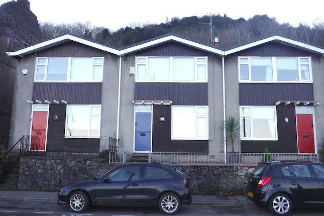 Found in the heart of the village of Mumbles & offering outstanding views across the bay is this 2 bedroom property. The property has a rear garage & off road parking for two cars, found in good order and has recently been decorated throughout