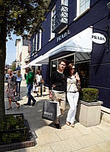 chinese sales 270 at mcarthurglen european outlet stores. Black Bedroom Furniture Sets. Home Design Ideas